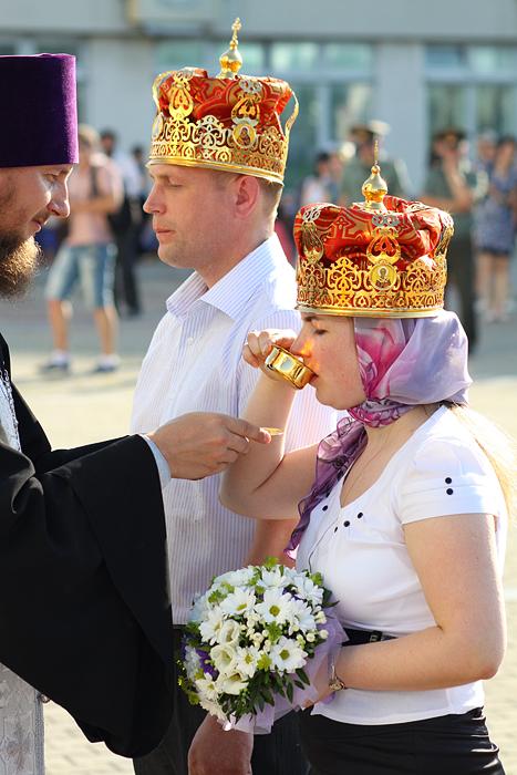 Подарок на венчание супружеским парам фото